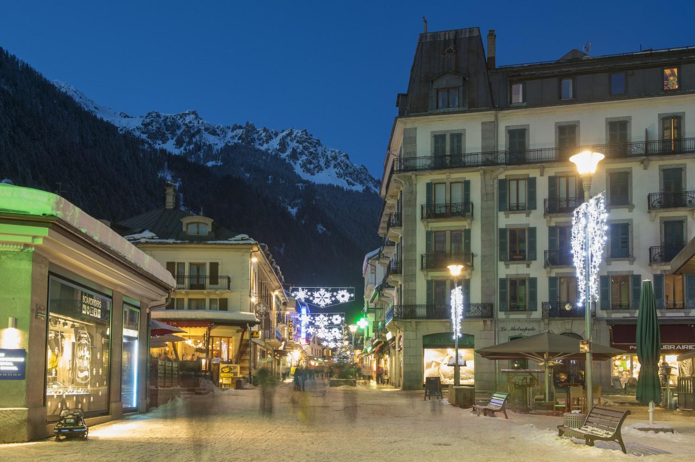 France Alpes Haute Savoie 74 massif du Mont Blanc Chamonix la rue principale Vallot