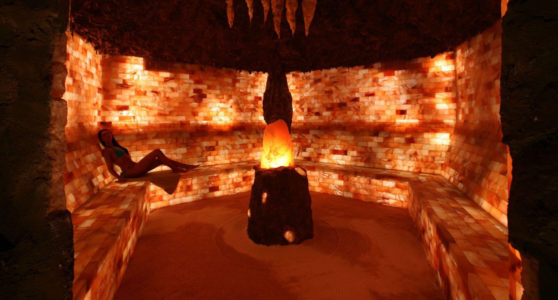 cueva con modelo y toallaIMG_9207 copia
