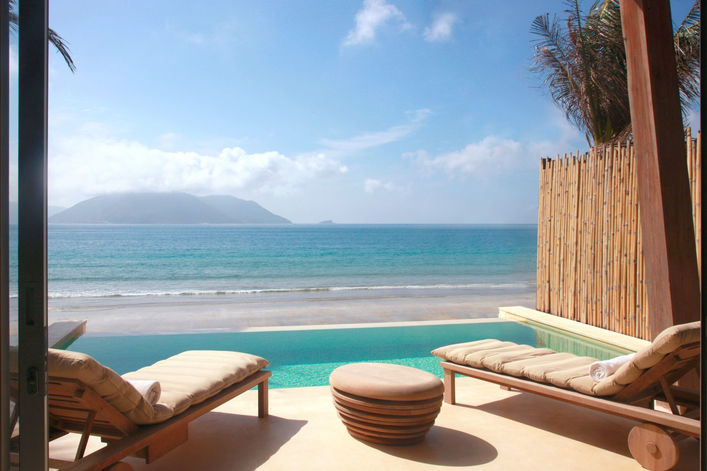 ocean_front_villa_pool